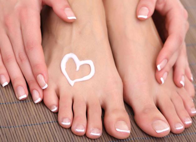 Zadbane stopy? Nic łatwiejszego! /123RF/PICSEL