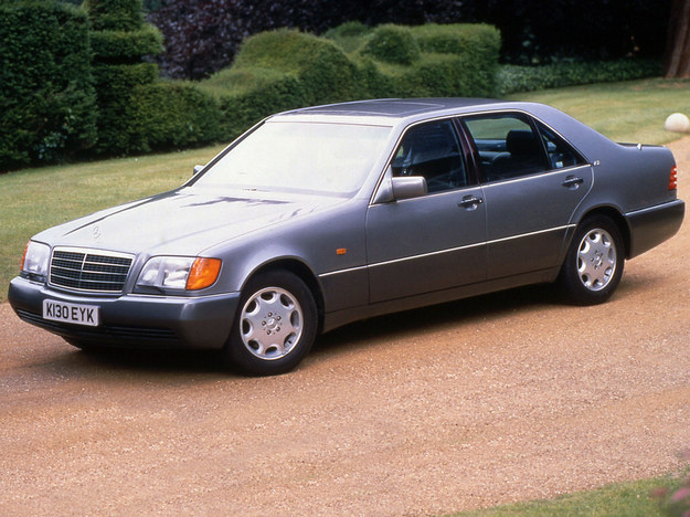 Zadebiutował w 1991 r. z monstrualnym silnikiem 6.0 V12 408 KM (oznaczenie 600 SEL). Potem moc spadła do 394 KM. /Mercedes