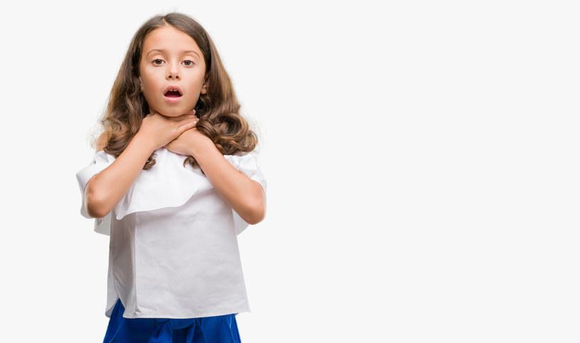 Zadławienia wśród dzieci zdarzają się bardzo często /123RF/PICSEL