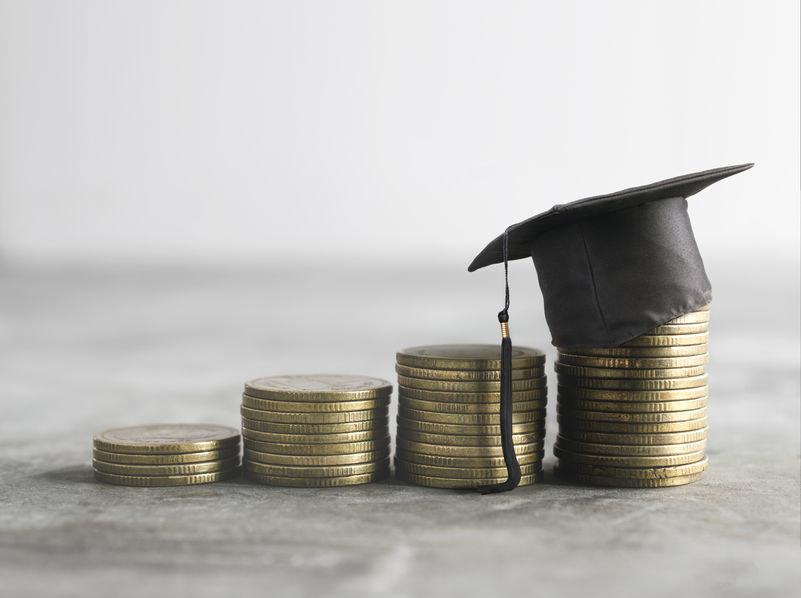 Zadłużeni studenci mogą się starać o odroczenie spłat /123RF/PICSEL