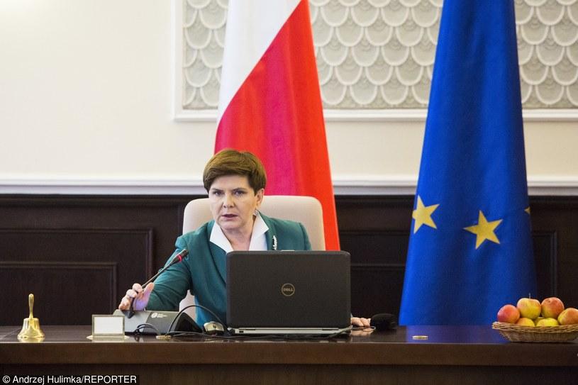 Zadowolonych z tego, że rządem kieruje Beata Szydło jest 44 proc. badanych /Andrzej Hulimka/Reporter /East News