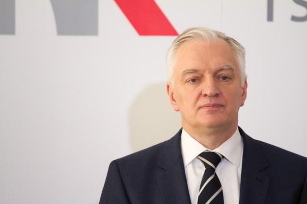 Zadumany Jarosław Gowin zastanawia się, jak żyć, żeby przeżyć /Paweł Wisniewski /East News