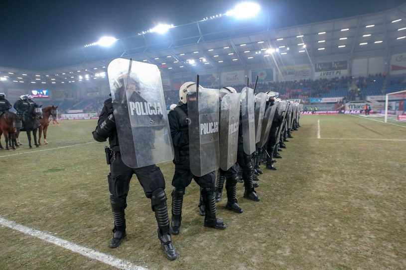 Zadyma na stadionie Piasta Gliwice. Musieli interweniować policjanci /Marek Zimny /PAP