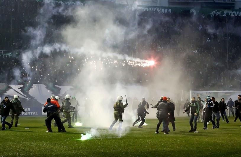 Zadyma podczas meczu Olympiakosu z Panathinaikosem /AFP