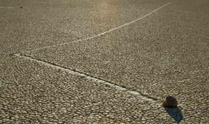 Zagadka wędrujących kamieni z Doliny Śmierci rozwiązana