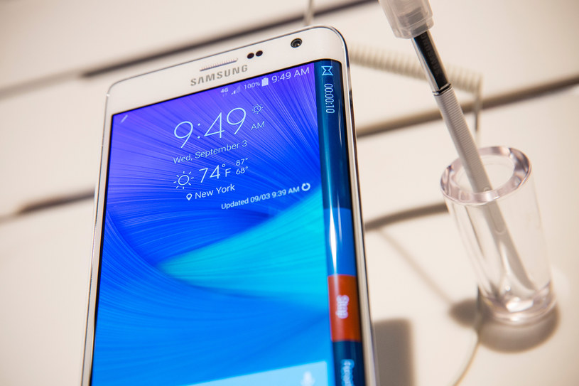 Zagięty ekran w Samsungu Galaxy Note Edge /AFP