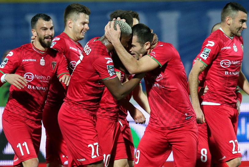 Zagłębie Sosnowiec wygrało drugi mecz z rzędu i zwiększyło swoje szanse na utrzymanie w lidze / Andrzej Grygiel /PAP