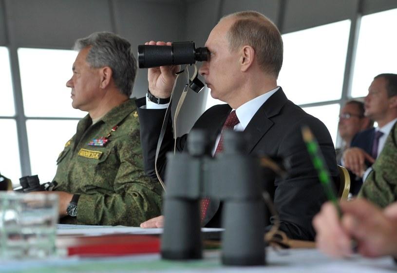 Zagrożenie bezpośrednią interwencją na Ukrainie jest na pewno większe, niż jeszcze kilka dni temu - twierdzi Tusk. /AFP