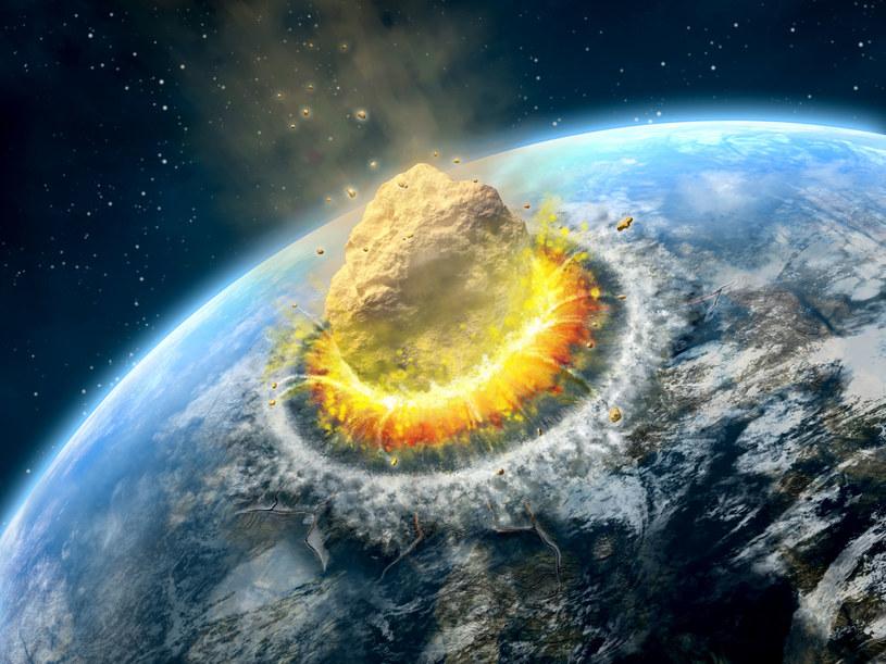 Zagrożenie dotyczące uderzenia w Ziemię asteroidy jest realne /123RF/PICSEL