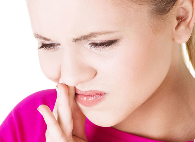 Zajady, czyli zapalenie kącików ust, może mieć wiele przyczyn /123RF/PICSEL