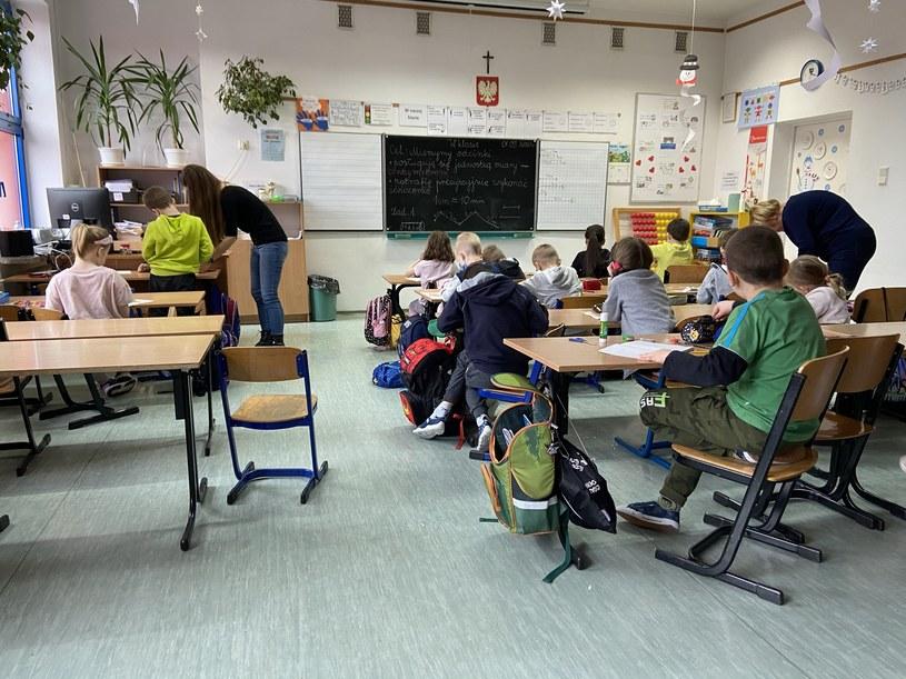 Zajęcia w klasie pierwszej szkoły podstawowej /INTERIA.PL
