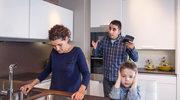 Zajmujesz się domem? To nie powód, aby mąż monitorował twoje wydatki