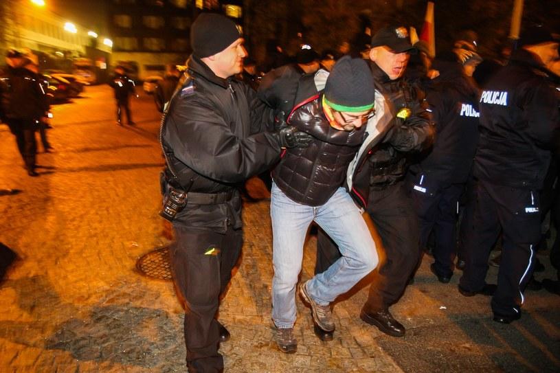 Zajścia przed Sejmem 16 grudnia /Piotr Grzybowski /Agencja SE/East News