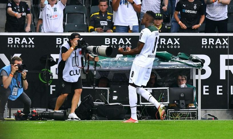 Zakaria świętuje gola e meczu Borussia Monchengladbach - Borussia Dortmund /UWE KRAFT/ /AFP