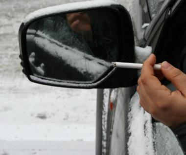Zakazać palenia w autach także w Polsce