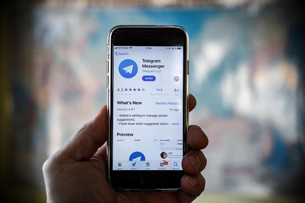Zakazany komunikator Telegram działa, używają go nawet rządzący! /AFP