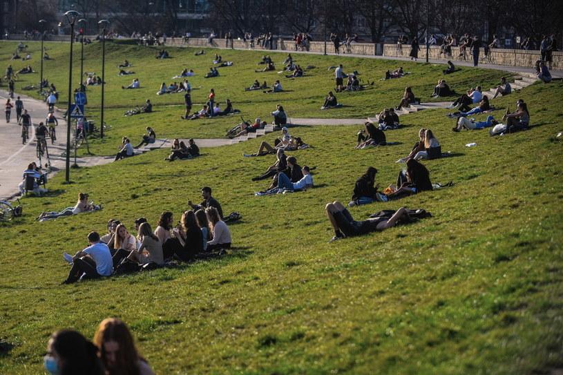 Zakażenie koronawirusem stwierdzono dotychczas u ponad 135,6 mln ludzi na świecie / Omar Marques /Getty Images