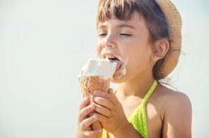 Zakażenie salmonellą podczas wakacji. Na co uważać?