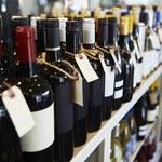 Zakazy dotyczące spożywania i sprzedaży alkoholu są nieskuteczne. Eksperci: Lepsza byłaby edukacja
