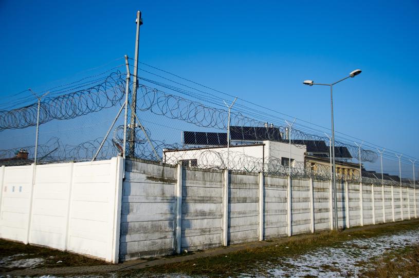 Zakład karny w Gdańsku-Przeróbce, gdzie Stefan W. kończył karę więzienia za napady na banki /Wojciech Stóżyk /Reporter