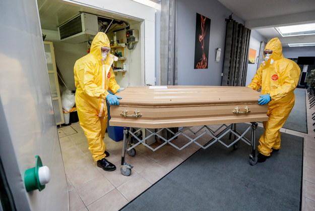 Zakład pogrzebowy w Brukseli /STEPHANIE LECOCQ  /PAP/EPA