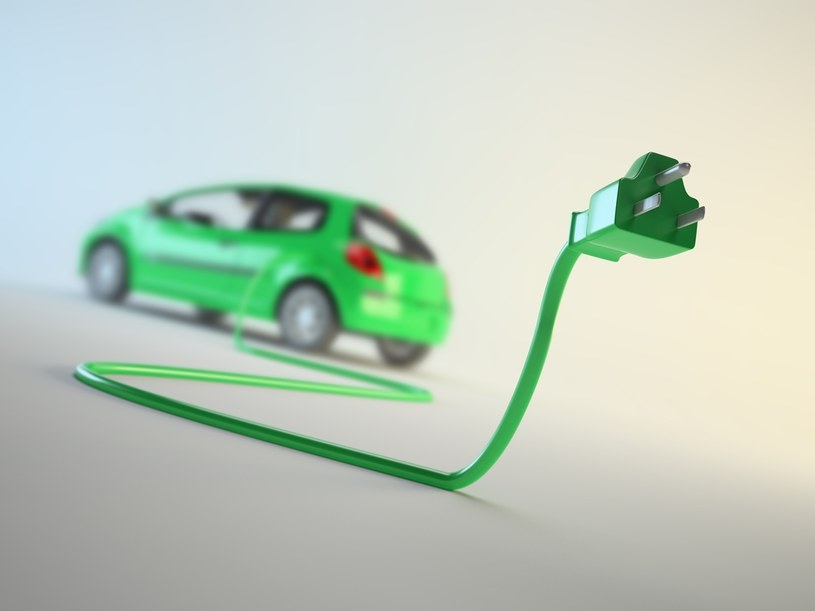 Zakłada się, że do 2030 roku po europejskich ulicach będzie jeździć 30 mln aut elektrycznych /123RF/PICSEL