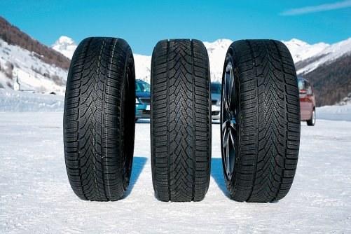 Zakładanie wąskich opon na zimę nie ma sensu /Motor