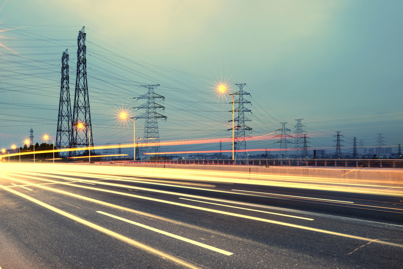 Zakłady przemysłowe wybierają produkcję energii na własną rękę, a firmy sieciowe podnoszą stawki. Fot. Liu Fuyu /123RF/PICSEL