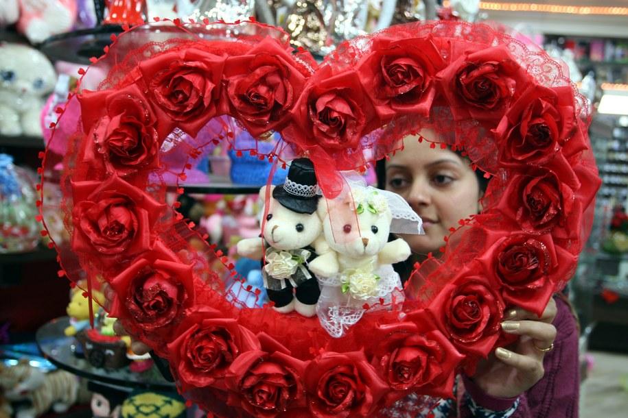 Zakochani wytwarzają wewnętrzny eliksir miłości /AIPAL SINGH /PAP/EPA