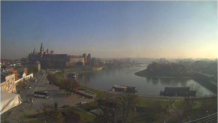 Zakole Wisły zasnute smogiem. Kadr z kamery z godz. 12:45 3.11.2015 /źródło: krakow2.webcamera.pl /INTERIA.PL