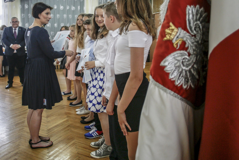 Zakonczenie roku szkolnego w Zespole Ksztalcenia Podstawowego i Gimnazjalnego nr 12, fotografia archiwalna z 2017 roku /KAROLINA MISZTAL/REPORTER /Reporter