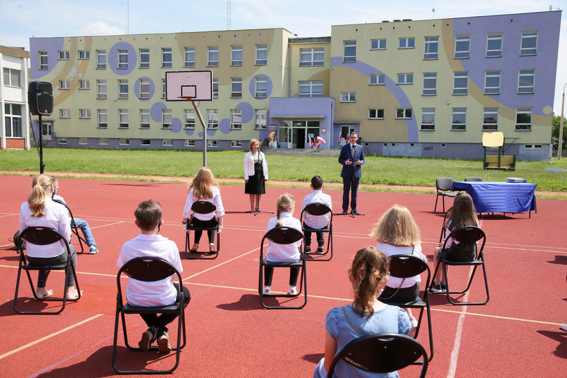 Zakończenie roku szkolnego z udziałem premiera /Piotr Molecki/East News /East News