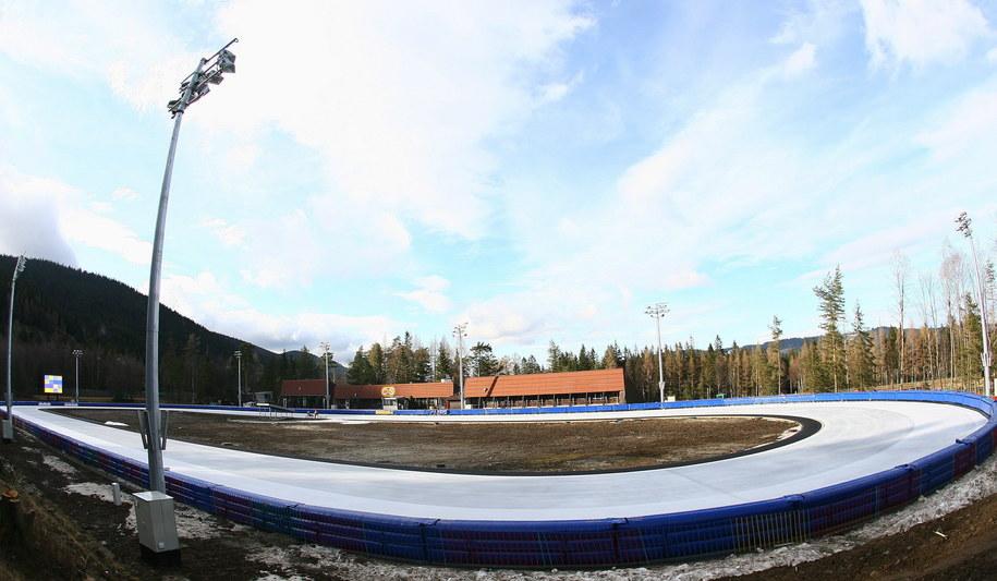 Zakopane 16 grudnia 2008. Widok na nowo wybudowany tor lodowy Centralnego Ośrodka Sportu /Grzegorz Momot /PAP