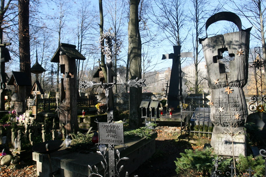 Zakopiański sanepid szuka osób, które uczestniczyły w pogrzebie Zofii Karpiel-Bułecki. Zmarła pochowana została na zabytkowym cmentarzu na Pęksowym Brzyzku w Zakopanem / Grzegorz Momot    /PAP
