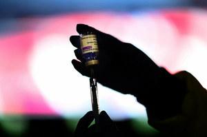 Zakrzepica po szczepionce AstraZeneca. Co z drugą dawką?