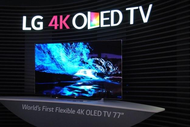 Zakrzywienie tego telewizora można zmieniać z poziomu pilota /INTERIA.PL