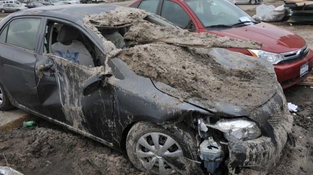 Zakup aut, które ucierpiały w huraganie, może być dla handlarzy nie lada okazją. /Shutterstock