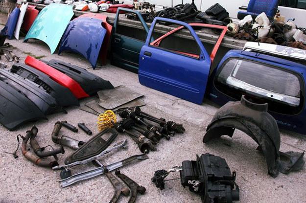 Zakup używanych części znacznie obniża koszty naprawy.  Fot. Baranski /Reporter