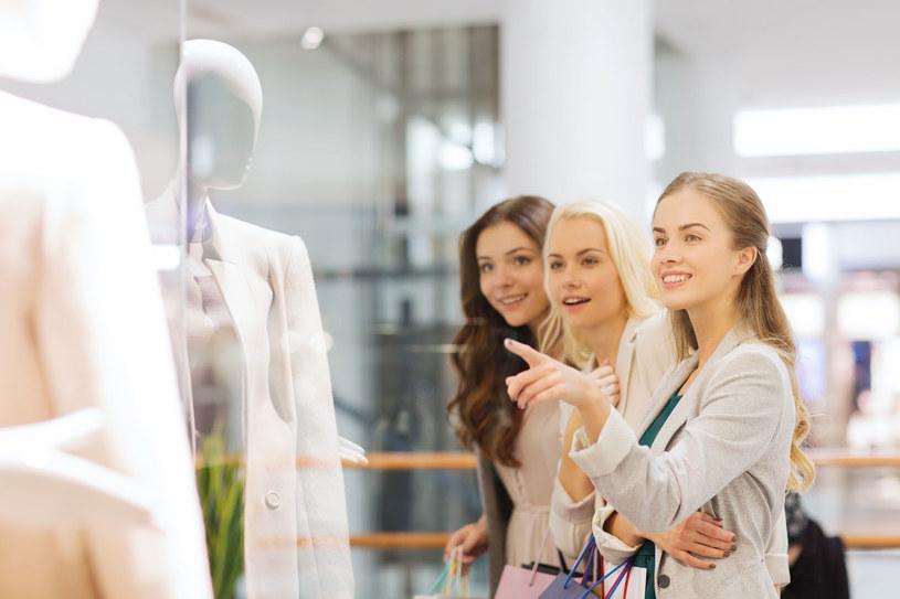 Zakupowe decyzje często podejmujemy pod wpływem uczuć /123RF/PICSEL