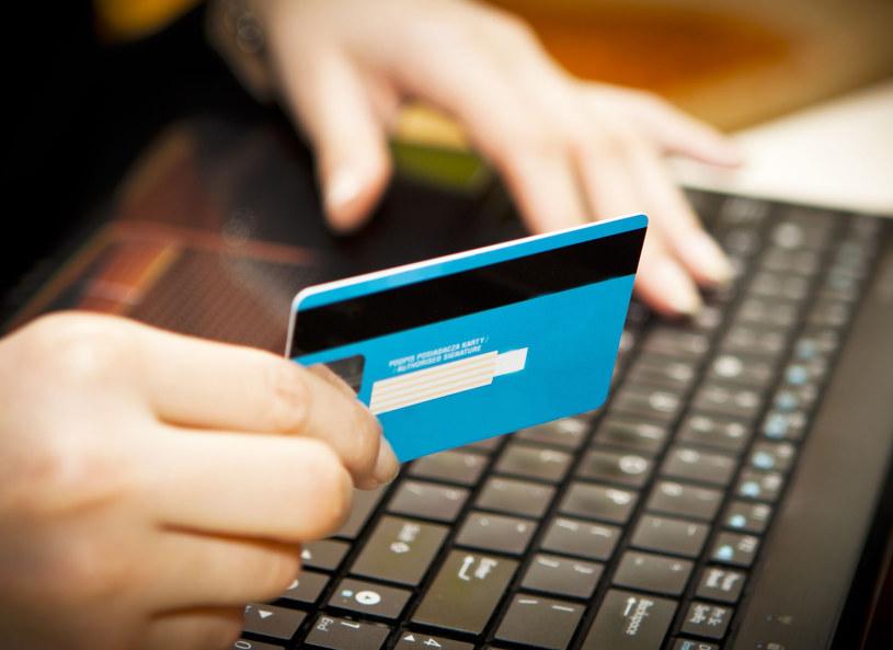 Zakupy internetowe nie zawsze sprzyjają środowisku /123RF/PICSEL
