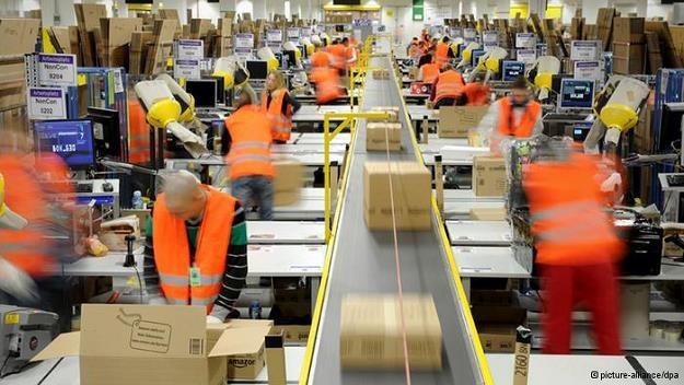 Zakupy online są coraz popularniejsze /Deutsche Welle