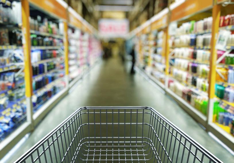 Zakupy w sklepie /©123RF/PICSEL