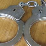 Zakuty w kajdanki podejrzany uciekł policjantom. Jest wyrok sądu