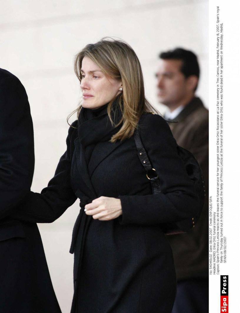 Załamana Letizia na pogrzebie młodszej siostry /ENFOQUE/SIPAEAST NEWS /East News