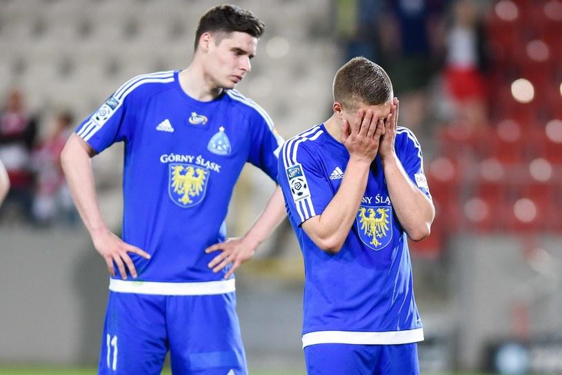 Załamani piłkarze Ruchu Chorzów /fot. Marcin Pirga /Newspix