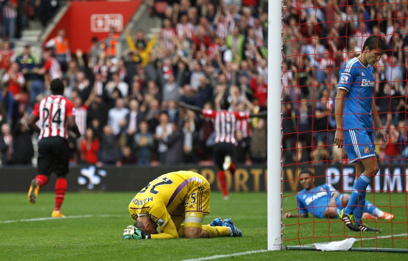 Załamani piłkarze Sunderlandu po straceniu ósmej bramki /Steve Bardens /Getty Images
