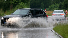 Załamanie pogody. Gwałtowne burze, zalane ulice i przystanki