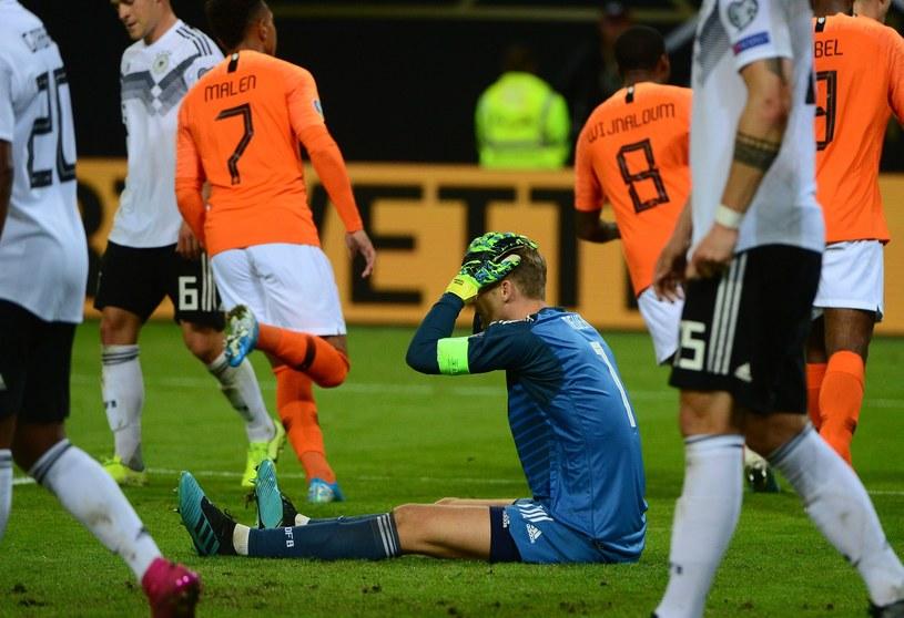 Załamany bramkarz Niemiec - Manuel Neuer w meczu z Holandią /AFP