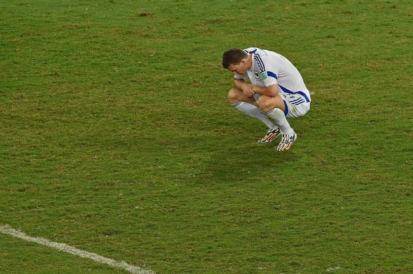 Załamany Edin Dżeko po meczu z Nigerią /AFP