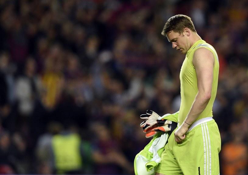 Załamany Manuel Neuer po meczu na Camp Nou /AFP